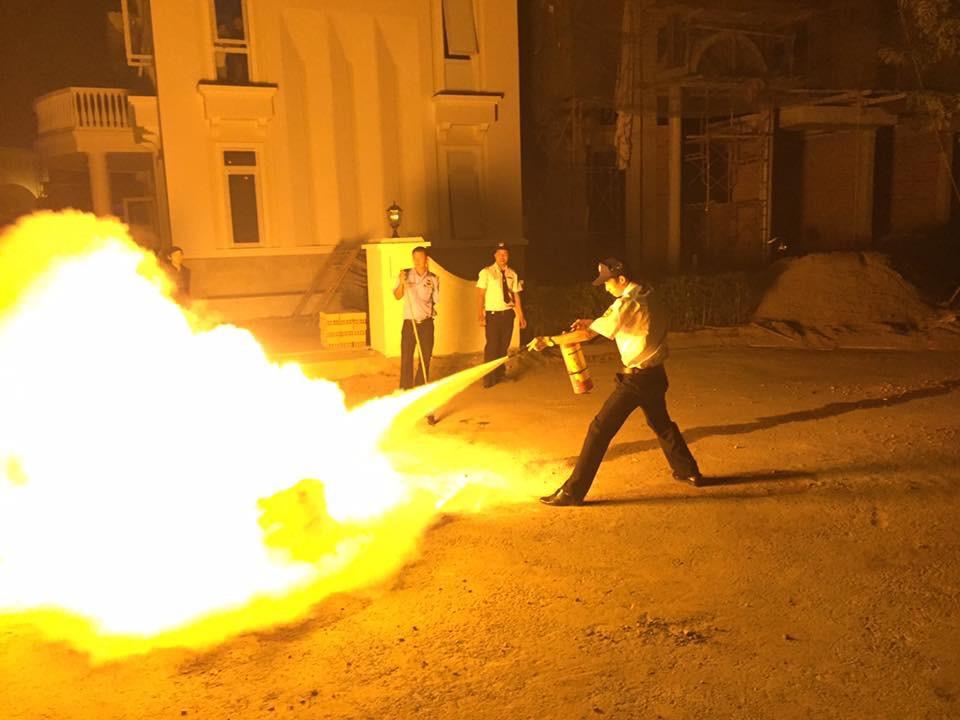 Hoàn Cầu tổ chức thực hành chữa cháy